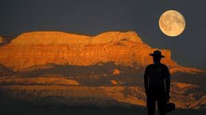 Full-Moon-over-Canyon